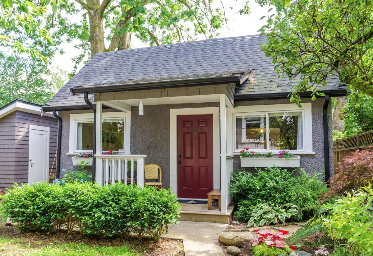 Look Inside This Pristine Backyard Cottage The Kitchen Is